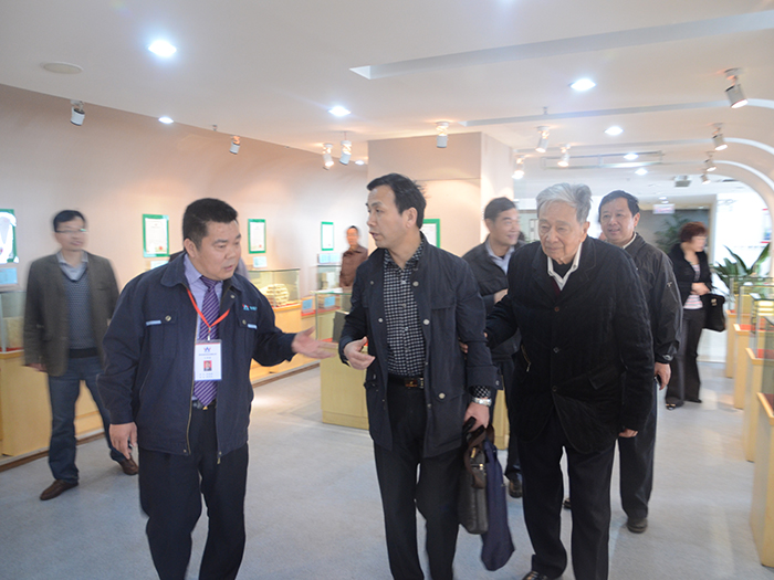 Academician Zhong Xiangchong visited An Nike exchange guidance